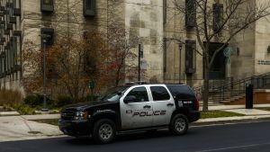 Poliisiauto kadulla