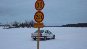Vaajasalon jäätiellä on nopeus- ja painorajoitus.