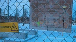 Sähköasema Ulvilan Vainiolassa tuhrittu graffiteilla.