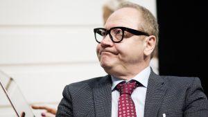 Jari Tervo Helsingin kirjamessuilla.