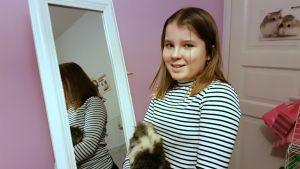 Teresa Myllylä pyöritää pieneläintuotteita myyvää Teresan Marsumarkettia kotonaan.