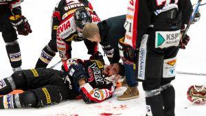 JYP vs HIFK, Michel Miklik loukkaantui 2. erässä