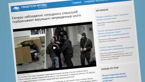 Venäjän Jehovan todistajat esittelivät videota siitä, kuinka turvallisuusviranomaiset ovat liikkeen mukaan lavastaneet heidät syyllisiksi ääriliikehdintään.