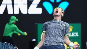Denis Istomin tuuletti voittoaan Novak Djokovicista raivokkaasti.