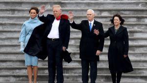 Presidenttipari vilkutti yhdessä varapresidentti Mike Pencen ja tämän vaimon Karenin kanssa Obamille jäähyväisiksi virkaanastujaisten jälkeen Washingtonissa.