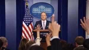 Valkoisen talon uusi lehdistöpäällikkö Sean Spicer.