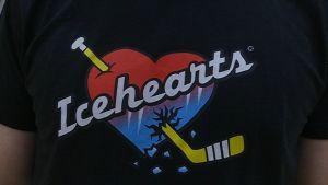 Icehearts-logo T-paidassa