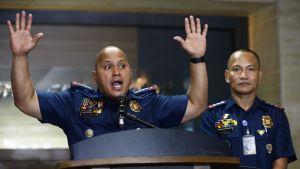 Kaksi filippiiniläispoliisia