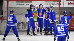 Suomen juhlat MM-jääpallossa