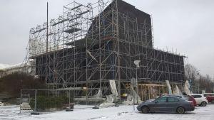 Seinäjoen kaupungintalon remontti etenee. Kaupungintalon suojaus poistettiin helmikuun alussa 2017.