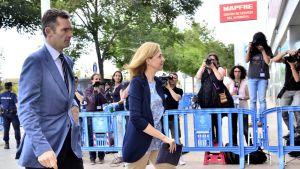 Espanjan prinsessa Cristina saapumassa aviomiehensä  Inaki Urdangarinin kanssa oikeuden eteen Mallorcalla kesällä 2016.