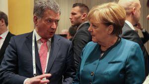Saksan liittokansleri Angela Merkel ja presidentti Sauli Niinistö Münchenin turvallisuuskonferenssissa 18. helmikuuta 2017.