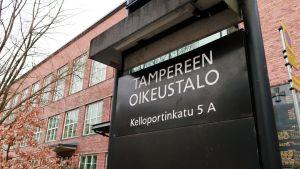 Tampereen oikeustalon kyltti