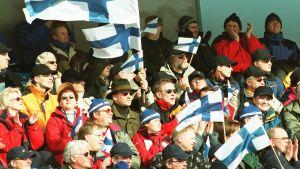 Kisayleisöä Lahden hiihtokisoissa vuonna 2001.