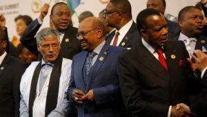 Omar al-Bashir ryhmäkuvassa muiden afrikkalaisjohtajiwen kanssa.