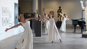 Museokierros tanssien
