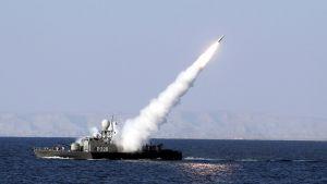 Iranin sotilasalukselta laukaistaan ohjus