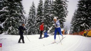 Marja-Liisa Kirvesniemi ladulla Sarajevon olympialaisissa 1984.