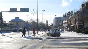 Liikennettä Parkanon keskustassa.
