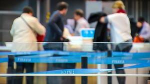 Helsinki-vantaa lentoasema turvatarkastus.