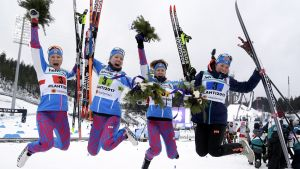 Suomen naishiihtäjät Aino-Kaisa Saarinen, Kerttu Niskanen, Laura Mononen ja Krista Lähteenmäki jälleen tänään mitalijahdissa.