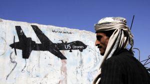 Yhdysvaltojen ilmaiskuja vastustava graffiti Jemenin pääkaupungissa Sanaassa