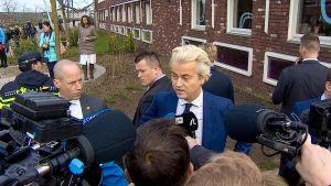 Geert Wilders puhuu kameroille