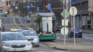 Liikennettä Hakaniemessä.