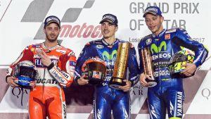 Andrea Dovizioso, Maverick Vinales ja Valentino Rossi.