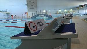Altaita uimahallissa