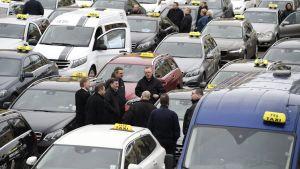 Taksinkuljettajien mielenosoitus