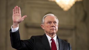 Oikeusministeriksi noussut senaattori Jeff Sessions on kuulunut pitkään Trumpin tukijoihin.