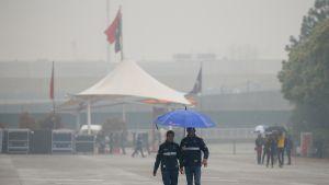 Sade piiskaa rataa Kiinassa.