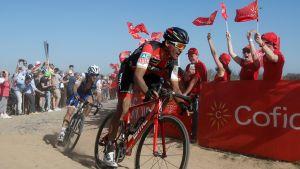 Greg Van Avermaet (oik.) oli sunnuntaina juhlittu voittaja.