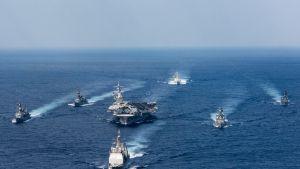 Yhdysvaltain laivastoa Japanin merellä.