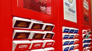 Eurojackpot-, Lotto- ja Viking Lotto -pelikuponkeja.