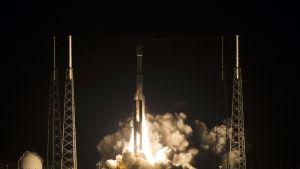 Atlas V -raketti laukaistiin Floridan Cape Canaveralissa 2015.