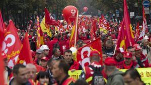 Ranskan ammattiyhdistysliike vastustamassa tehtaiden sulkemista Pariisissa syksyllä 2012.