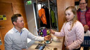 Sami Jauhojärvi tapasi hollalaisia Hollolan kunnan tilaisuudessa.