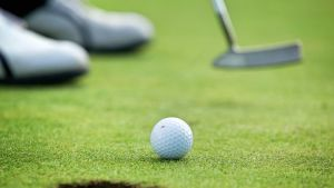 golf pallo ja reikä