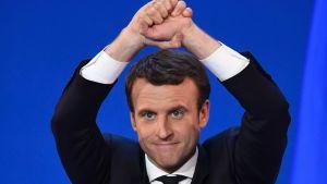 Emmanuel Macron tuuletti toiselle kierrokselle pääsyään.