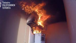 Kuvakaappaus If.fi -nettisivuilta videosta, joka käsittelee liesituuletinpaloa.