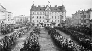Red Guard prisoners in the Tampere Market Square