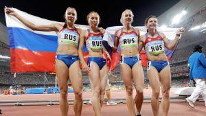Kansainvälinen olympiakomitea tuomitsi viime elokuussa Venäjän 4x100 metrin viestijoukkueen menettämään Pekingissä 2008 voittamansa olympiakullan, kun Julia Tshermoshanskaja (oik.) oli kärynnyt testinäytteensä uusinta-analyysissä.