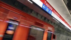 länsimetro Tapiolan asemalla