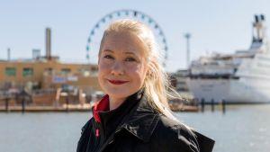 Emilia Lahti tutkii sisua itsensä ylittämisen välineenä.