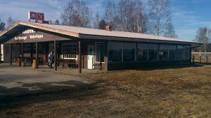 Oravaisten kahvitupa sijaitsee noin 50 kilometriä Vaasasta pohjoiseen.