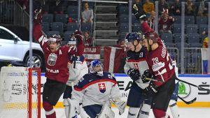 Latvia juhlii Janis Spruktsin maalia Slovakiaa vastan.