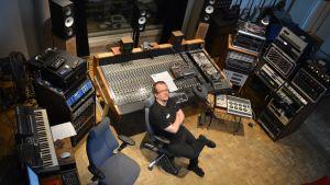 Martin Kantolan omakotitalon yhteydessä sijaitsevilla studiotiloilla on kokoa jopa 200 neliömetri