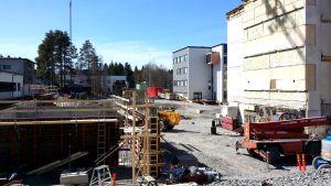 Terveyskeskussairaalan rakennustyömaa.